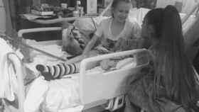 Ariana Grande visita a los enfermos.