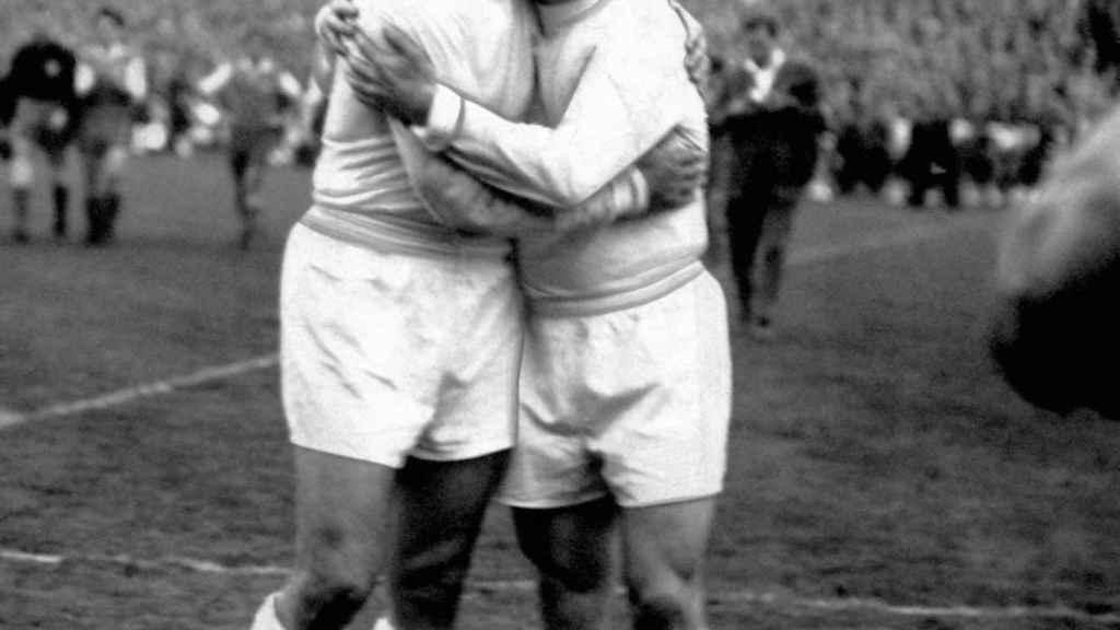 Di Stéfano y Puskas tras una de las Copas de Europa que ganaron.