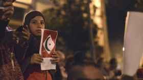 Una de las mujeres presentes en la última manifestación en Alhucemas.