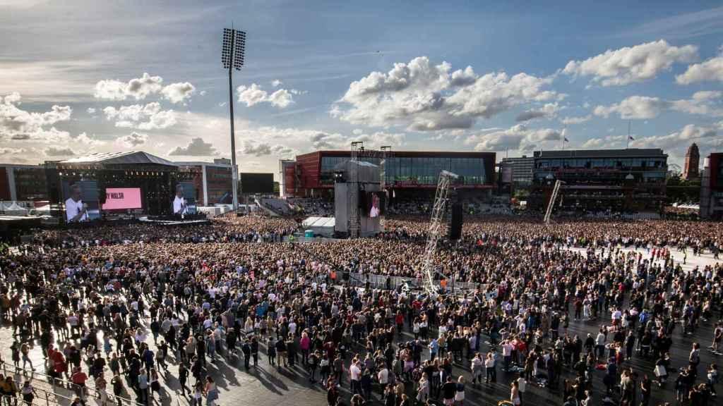 El concierto se celebra en el Emirates Old Trafford Cricket Ground de Manchester.