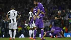 Varane y Nacho celebrando la obtención de la última Champions League.
