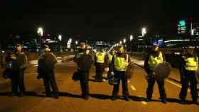 La policía acordonan el puente de Southwark después del ataque cerca del puente de Londres.