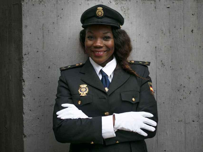 La única mujer negra policía considera que España es más racista que machista.