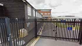 Las puertas del instituto Hillview School de Kent (Reino Unido).