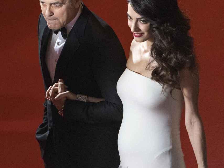 George Clooney y Amal en un evento a finales de febrero.