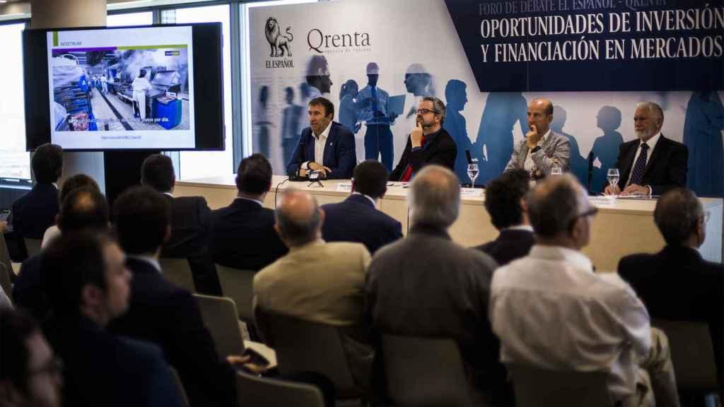 Momento de la mesa redonda con casos prácticos de empresas que han entrado en MAB, moderada por Miguel Ángel Uriondo, Jefe de Empresas y Economía de EL ESPAÑOL.