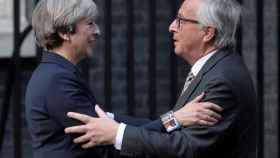 May y Juncker, en su última reunión a finales de abril en Londre