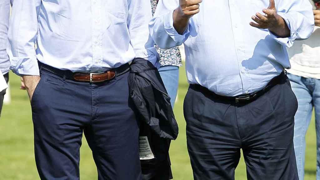 Pablo Isla, actual presidente del grupo Inditex, charlando con Amancio Ortega.
