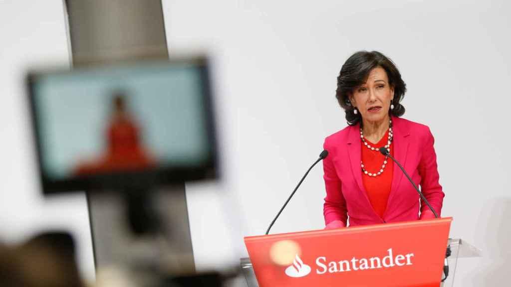 Ana Botin, presidenta del Banco Santander, en rueda de prensa tras la compra del Popular.