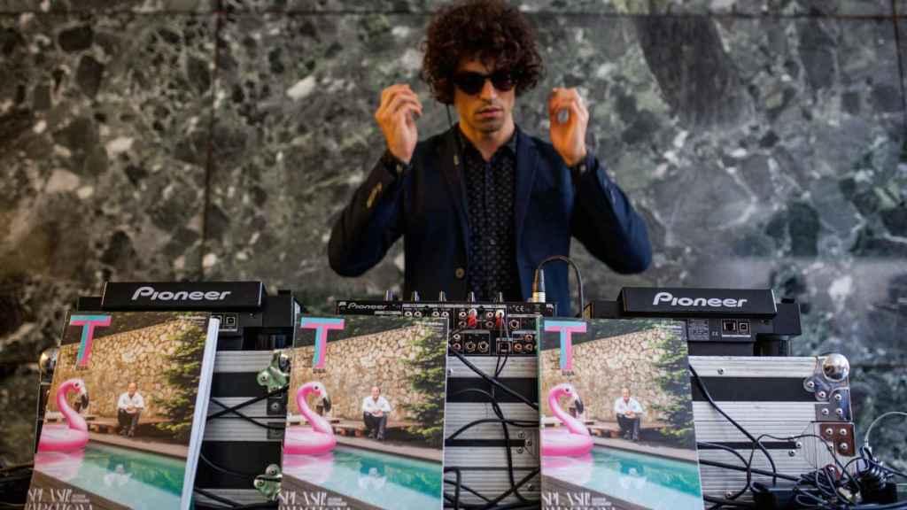 Una de las imágenes del DJ de la fiesta con la portada de T Magazine para mayo. | Foto: Spainmedia.