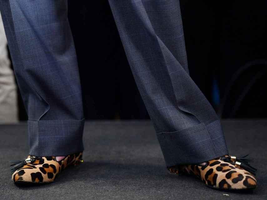 Estéticamente May se caracteriza por su calzado atrevido.