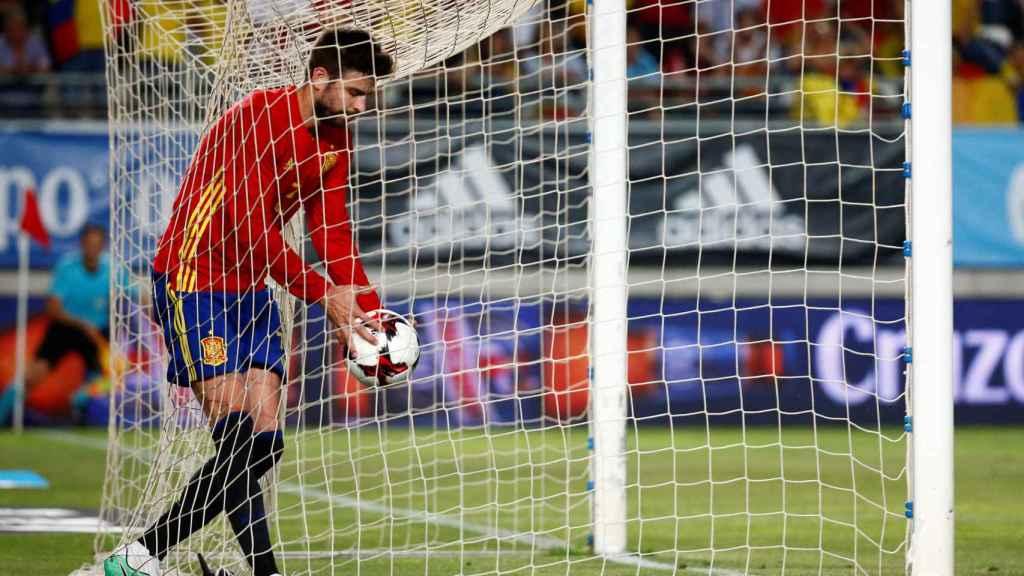 Diego Costa cuenta que le han echado del Chelsea por SMS y Piqué acusa de sus problemas a los medios