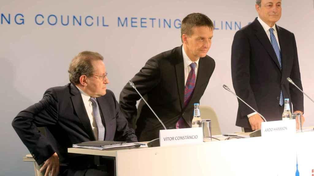 Constâncio, Draghi y el jefe del Banco de Estonia, durante la rueda de prensa del BCE