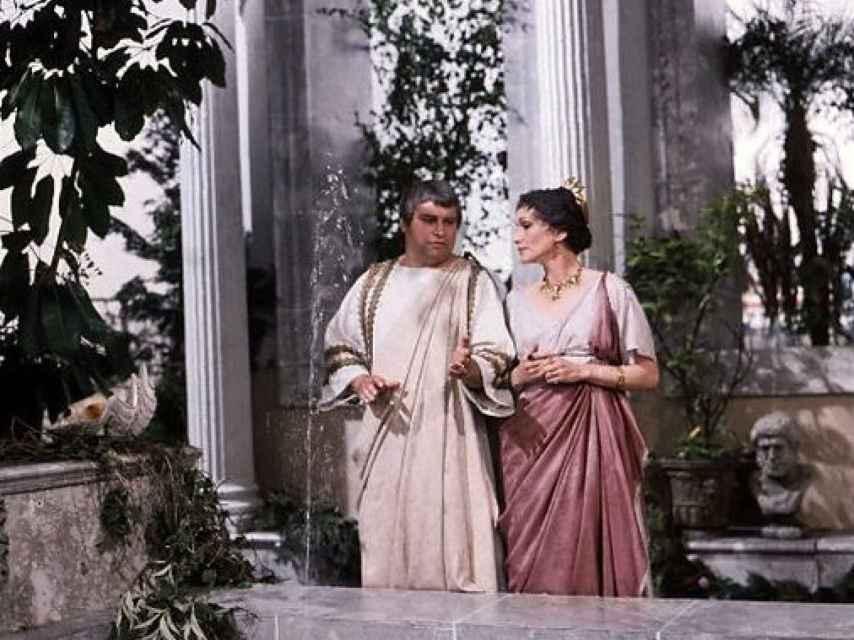 Brian Blessed como Augusto, y Siân Phillips como Livia, en la serie de la BBC, Yo, Claudio.