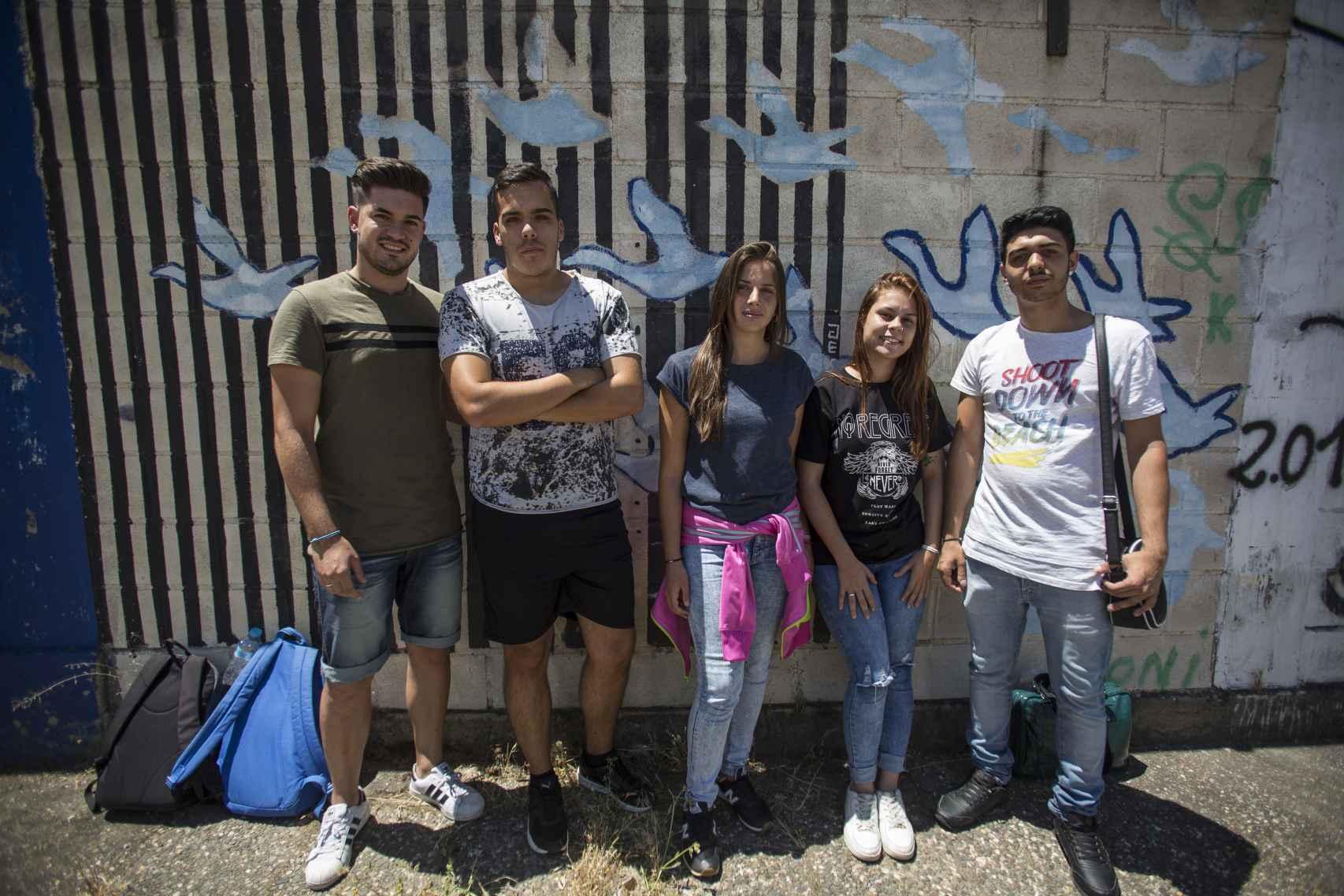 Los cinco alumnos del Domínguez Ortiz que se presentarán a selectividad. Dos de ellos accederían a la universidad de Loyola gracias a una beca en caso de lograrlo.