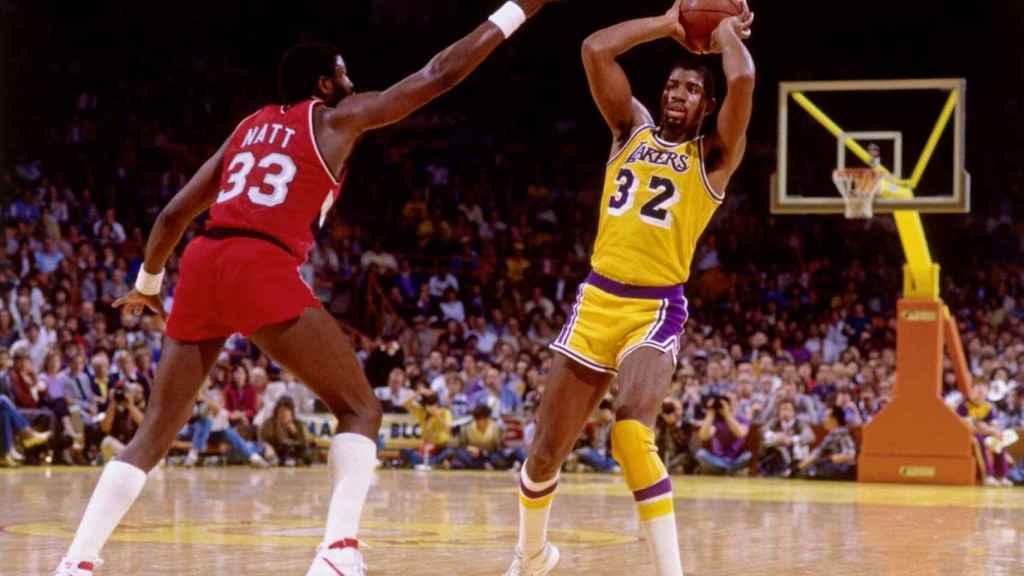 Magic Johnson en un partido con los Lakers.