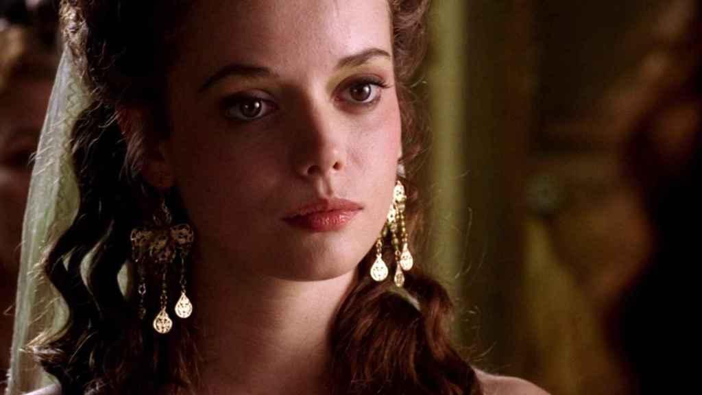 Alice Henley como Livia en la serie Roma.