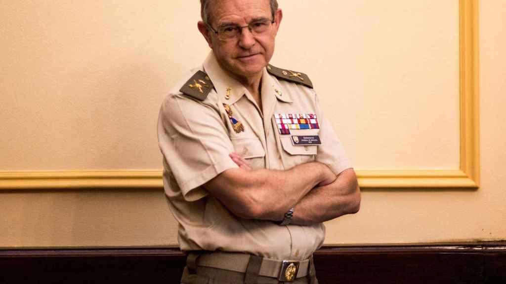 El general Ballesteros en su despacho.