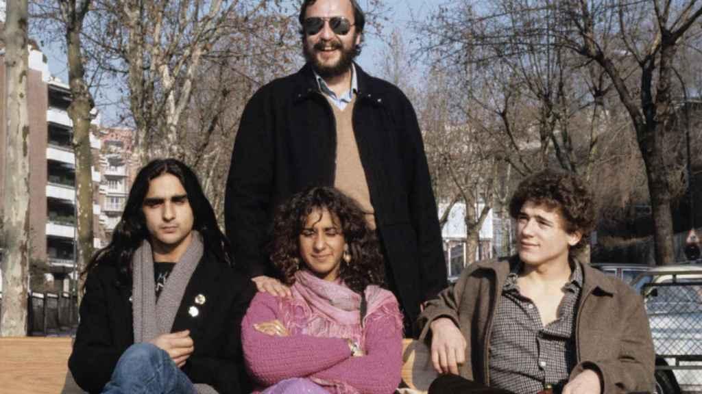 Manzano con Eloy de la Iglesia y Antonio y Rosario Flores, con los que grabó 'Colegas'.