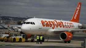 Un avión aterriza de emergencia en Colonia por la conversación de contenido terrorista de tres pasajeros