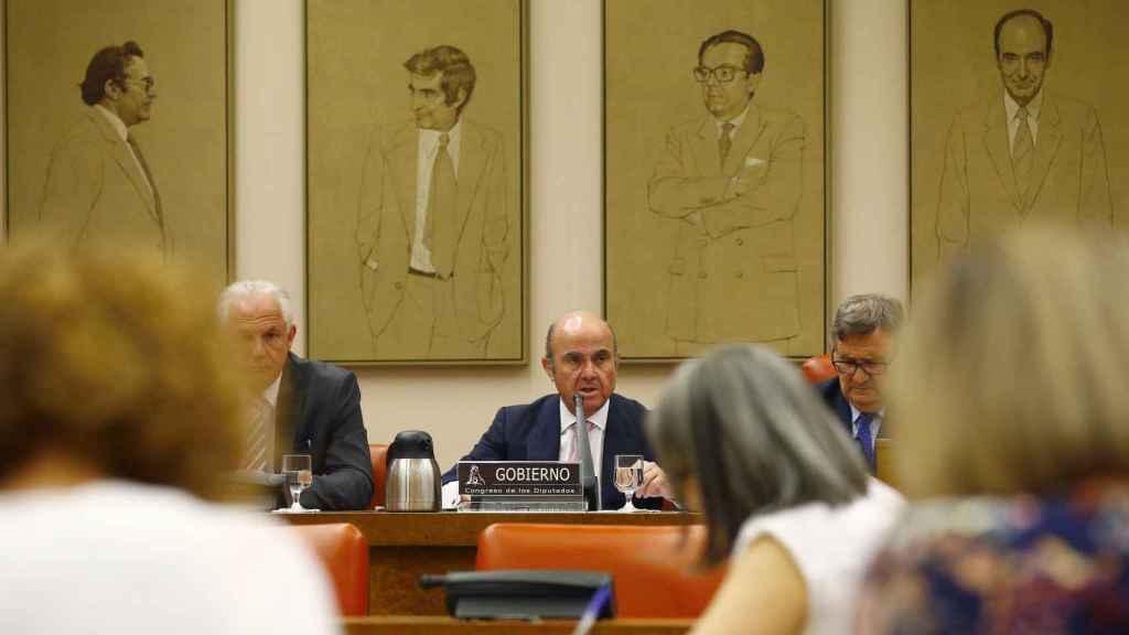 Luis de Guindos en la comisión de Economía del Congreso.