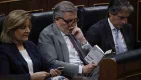 El ministro Íñigo Méndez de Vigo durante su lectura en el Congreso de los Diputados.