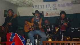 Los desleales en una de las actuaciones en Casa Molleda, en Pejanda (Cantabria).