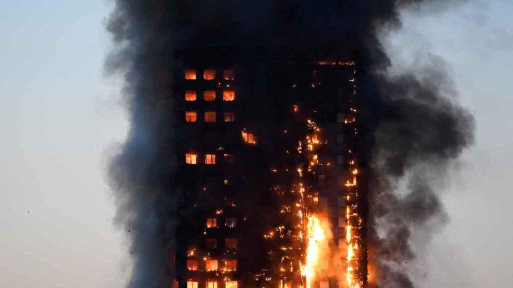 El edificio incendiado en londres tiene 24 plantas.