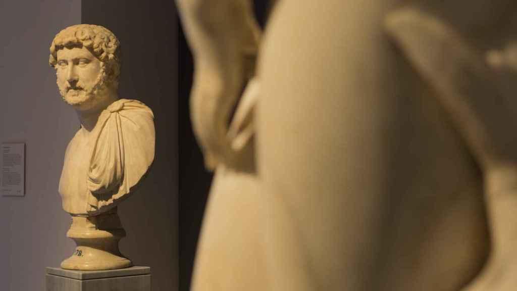 Sala 74, busto de Adriano, en el recorrido Amistades inmortales.