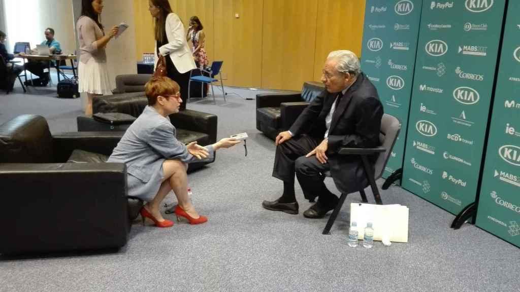 Anna Grau y Bob Woodward en un momento de la entrevista.