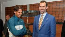 Rafa Nadal y Felipe VI, entonces Príncipe de Asturias, en Roland Garros en 2013.