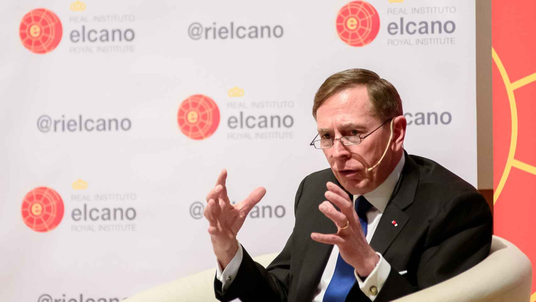 El exdirector de la CIA, David H. Petraeus, durante una conferencia.