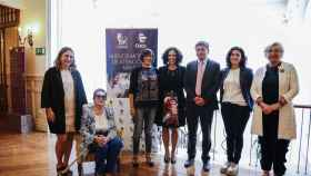 De izquiera a derecha: María Tejerina, Esperanza Ruiz, Isabel Lebrero, Beatriz González, José Manuel Millán, Rocío Cardeñoso y Felisa Lois.