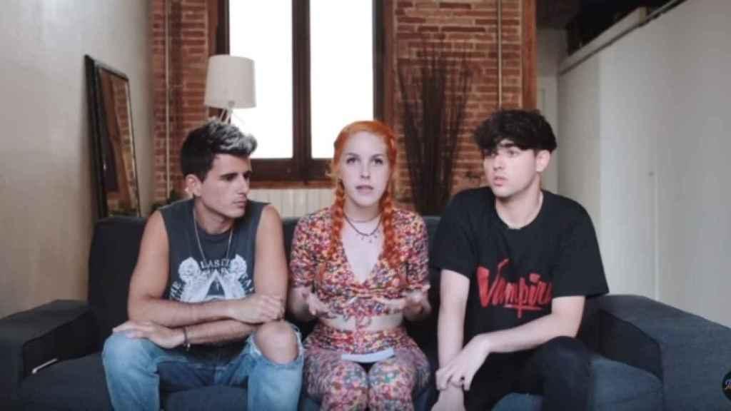 Amarna Miller durante la entrevista que hizo para el canal de Youtube The Tipletz.
