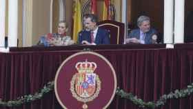 El rey Felipe se desmarca de Letizia y se planta en los toros
