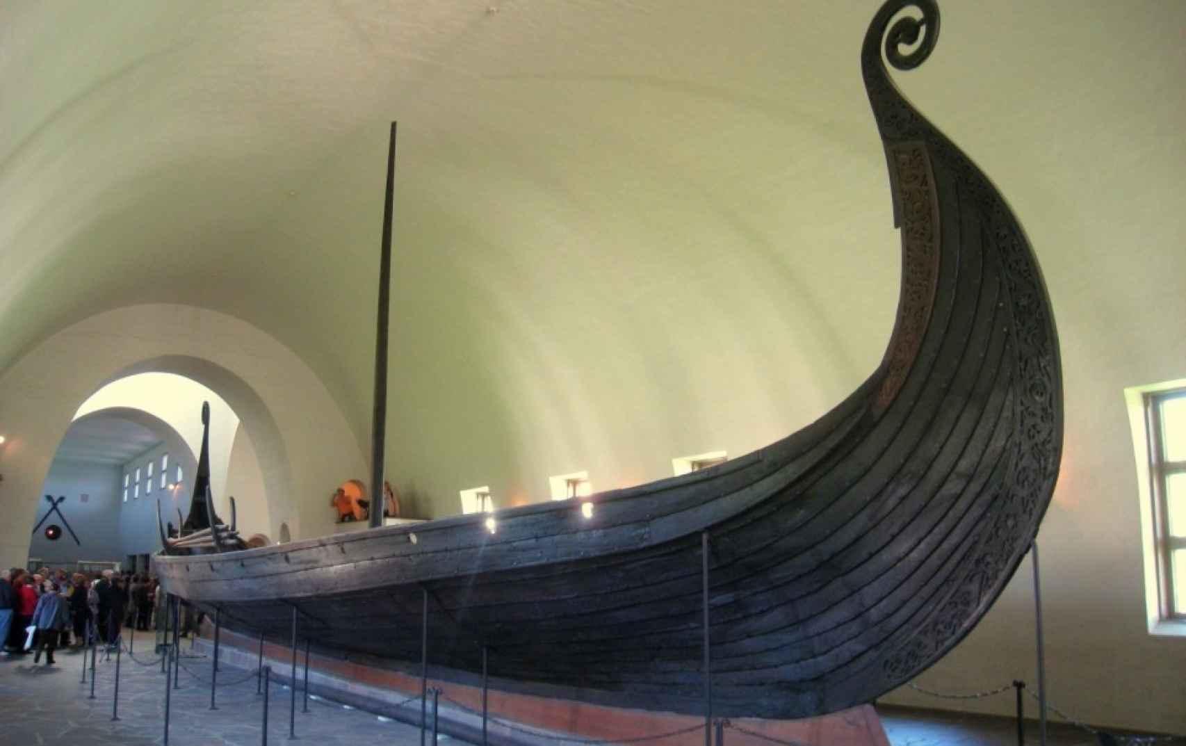 La embarcación más lujosa hallada en una tumba es la de la reina Oseberg.