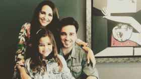 El cantante y la actriz han compartida esta foto con su hija en sus redes sociales.