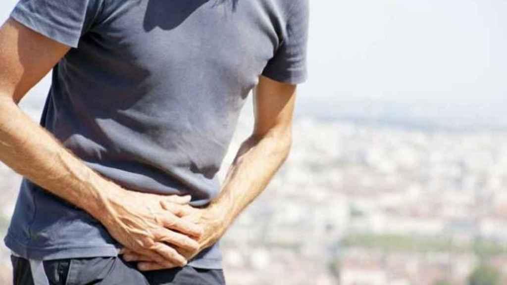 La inflamación de la próstata puede provocar incontinencia en hombres.
