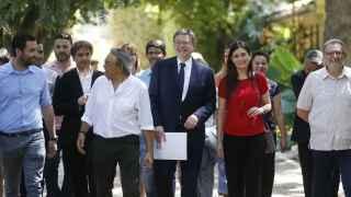 Puig, rodeado de militantes y dirigentes del PSPV en el anuncio de su candidatura a primarias.