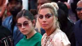 Lady Gaga asiste a uno de los desfiles de las pasadas Semanas de la Moda. | Foto: Getty Images.