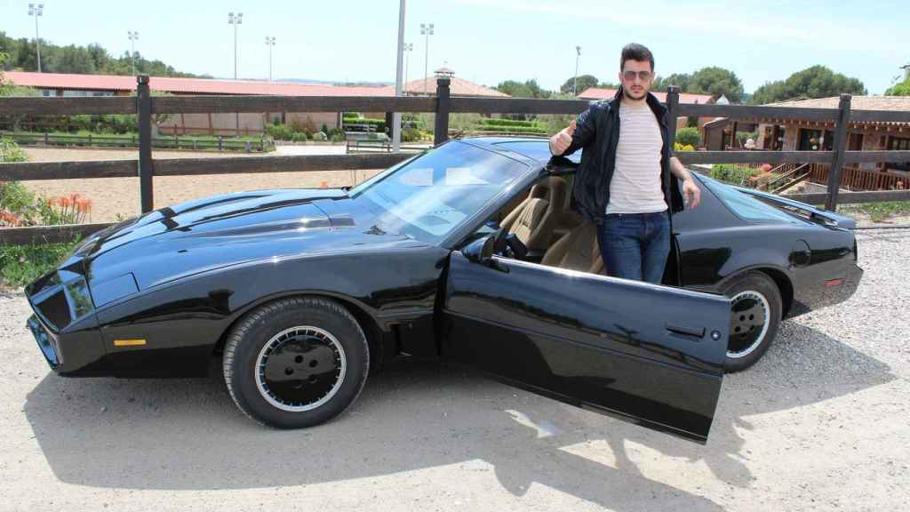 Michael Miralles es el propietario de una de las réplicas más exactas del mundo del coche fantástico