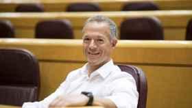 Ander Gil, en el escaño del portavoz del PSOE en el Congreso que ocupa desde este martes.