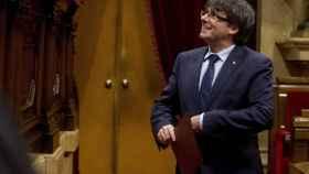 El presidente de la Generalitat, Carles Puigdemont, en un pleno del Parlament