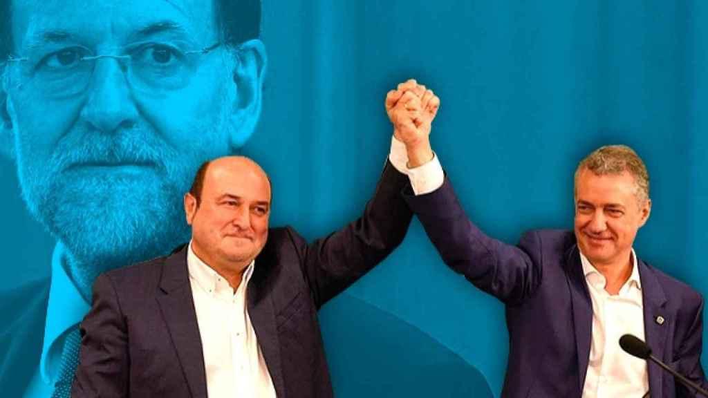 Andoni Ortuzar e Íñigo Urkullu del PNV, detrás Mariano Rajoy.