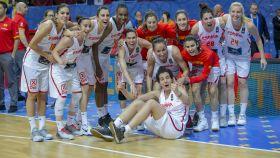 La selección celebrando el pase a sus quintas semifinales consecutivas.