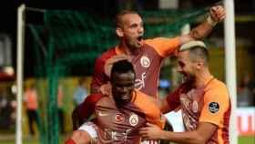 Sneijder celebrando un gol con el Galatasaray. Foto: @sneijder101010