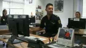 Tres miembros de la Policía bailando a ritmo de 'Despacito'.