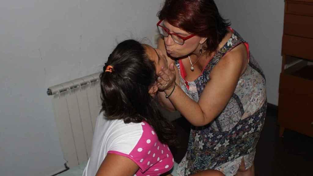 Cristina Urbano ha conseguido que un juez apruebe la histercetomía simple para su hija Elia, que es autista
