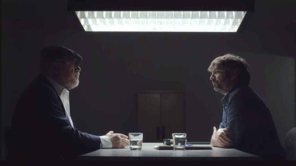 El excomisario José Manuel Villarejo y Jordi Évole en un momento de la entrevista