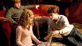 Hermione, Ron y Harry Potter en una de las películas de la saga.